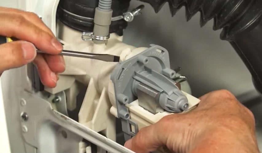remplacer pompe de vidange machine laver bouchée