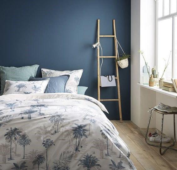 Chambre adulte couleur bleu profond