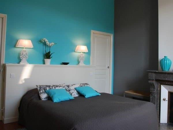 chambre gris blanc avec turquoise