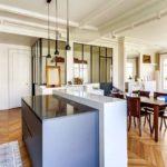 Cuisine ouverte sur salon : idées et astuces pour l'aménager