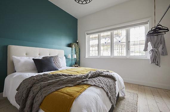 mur bleu canard chambre