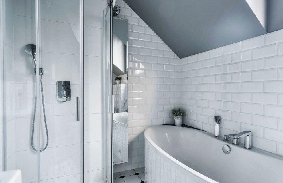 Comment bien peindre le carrelage de votre salle de bain Peindre du carrelage de salle de bain