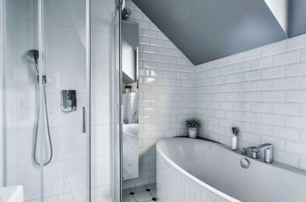 Comment bien peindre le carrelage de votre salle de bain ...
