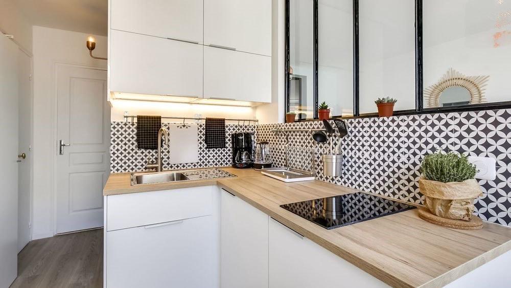 petite cuisine moderne photos id es et conseils pour r ussir la d co. Black Bedroom Furniture Sets. Home Design Ideas