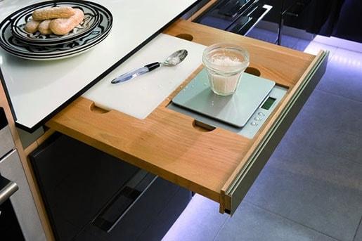 Rangement cuisine 40 astuces pour une meilleure organisation - Plan de travail cuisine rabattable ...