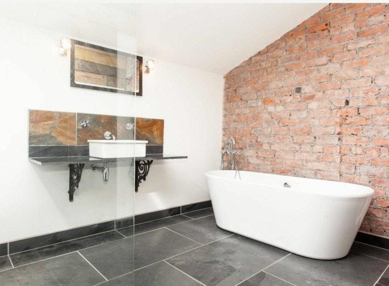 salle de bain chaleureuse naturel