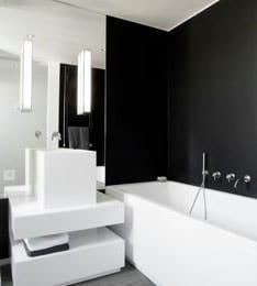 salle de bain peinture noir et blanc