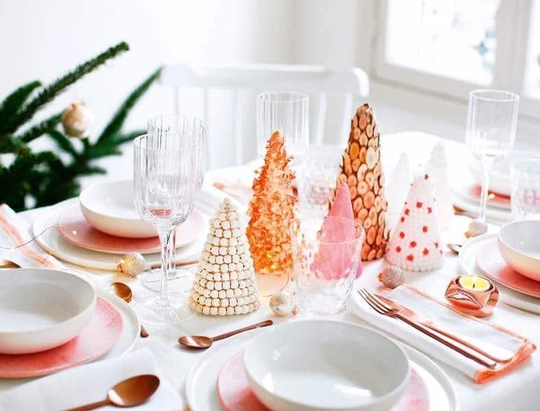 Centre de table sapins décorés