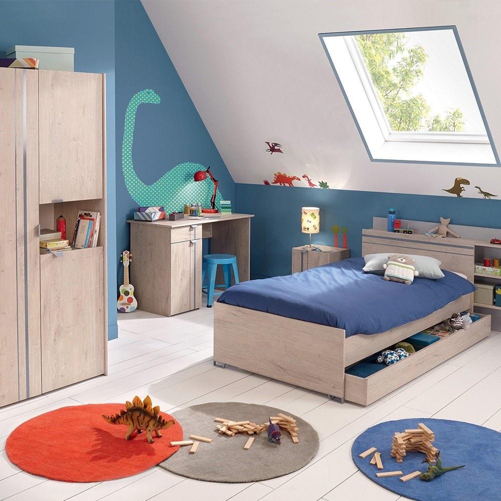 Chambre rangée tiroir sous le lit et grande armoires