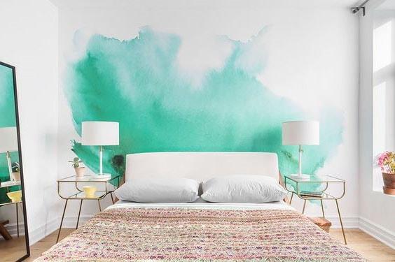 Mur avec tache vert d'eau