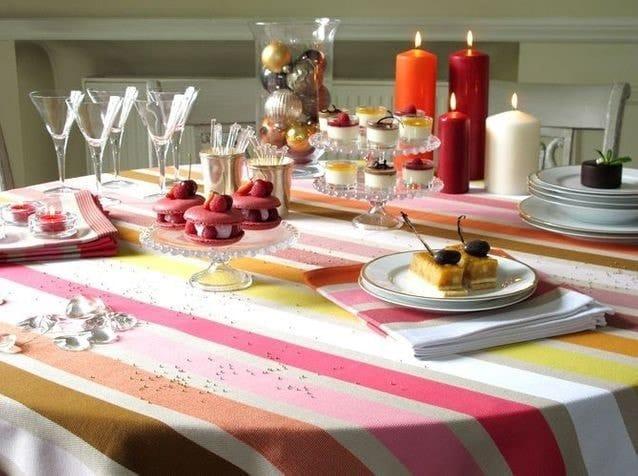 Nappe bayadère pour table de fêtes