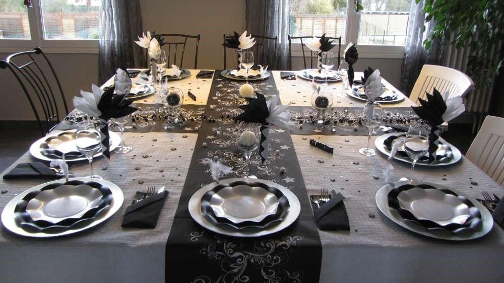 D co table no l 36 id es de d corations pour un - Deco table noel argent et blanc ...