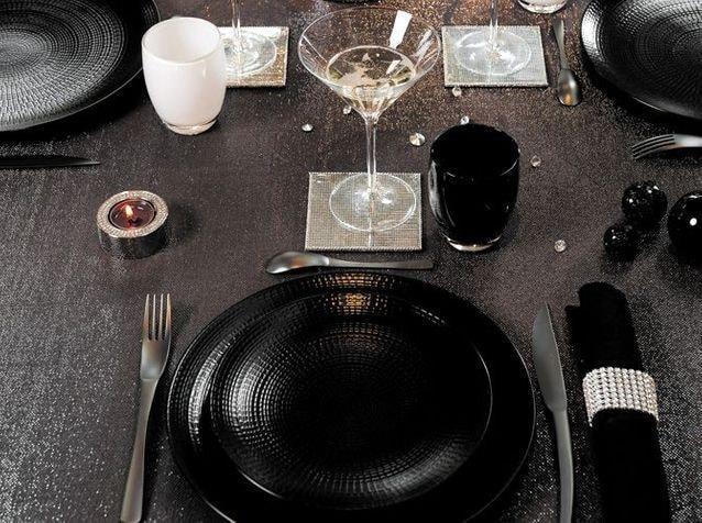 Table de fêtes en noir