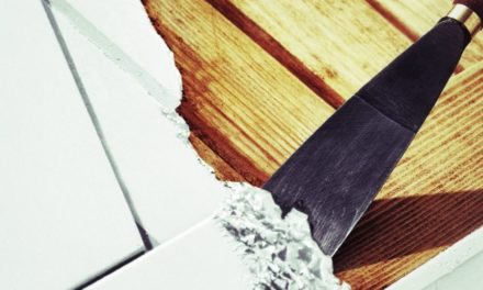 Décaper un volet en bois