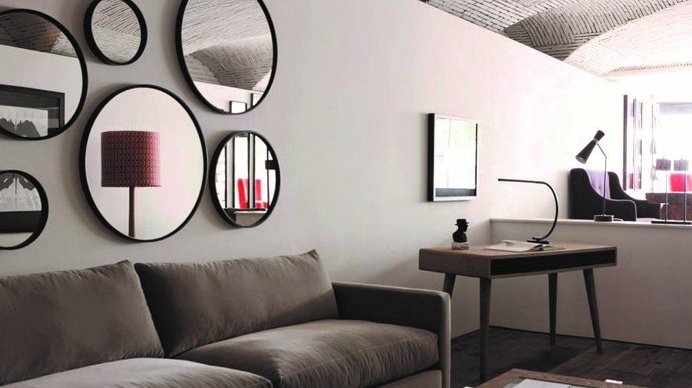 salon déco avec miroirs