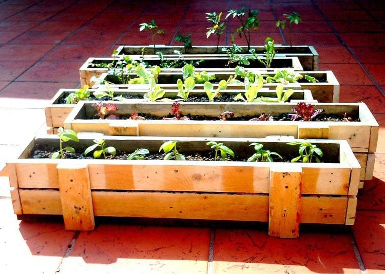 Fabriquer un salon de jardin en palette 30 photos et id es d co - Fabrication jardiniere bois ...