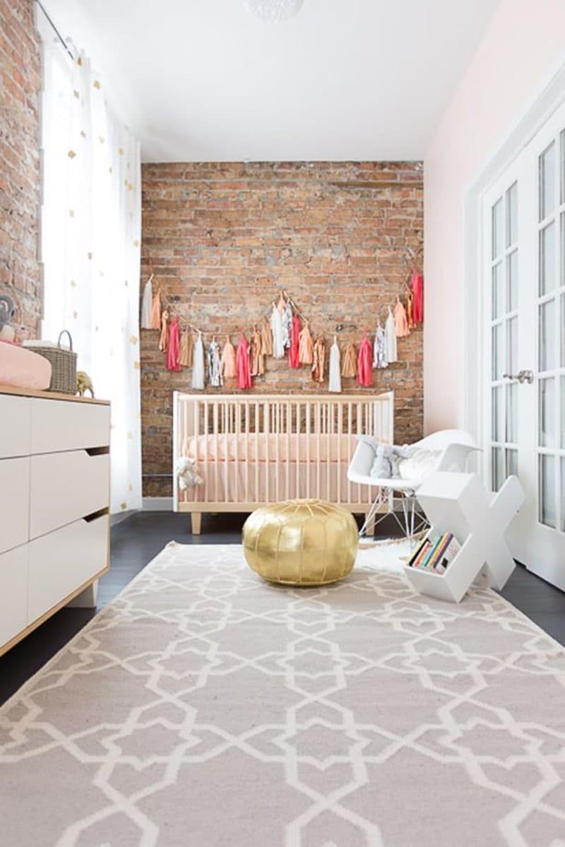 guirlande pompons chambre bébé © Alyssa Rosenheck Photography