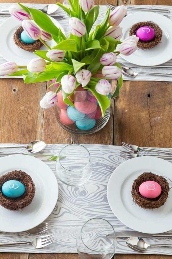 Centre de table œufs et fleurs © Designmag.fr