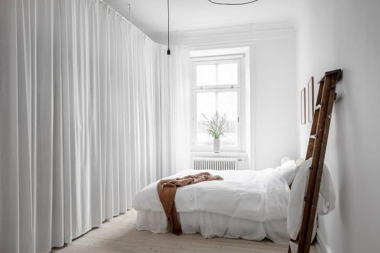 Chambre blanche échelle bois