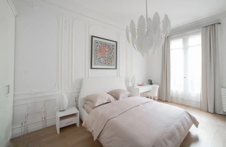 Chambre blanche et rose pâle © Thomas Deron