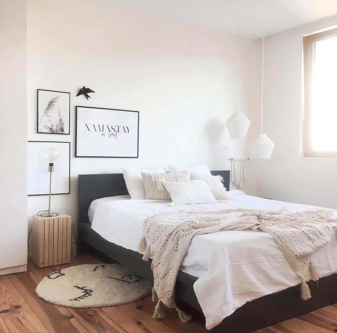 Chambre blanche parquet bois