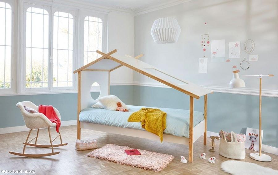 Chambre d'enfant bleu ciel