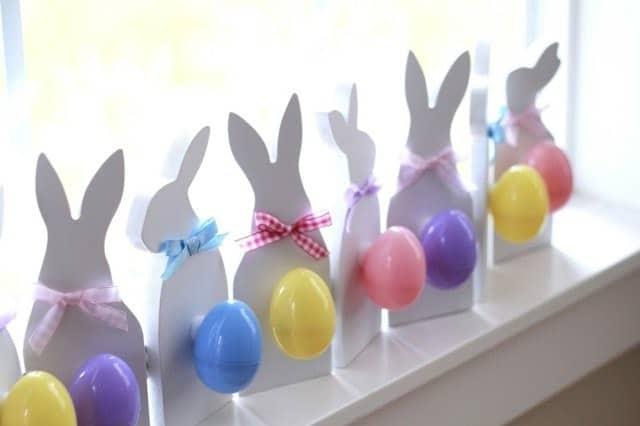 Farandole de lapins et d'œufs