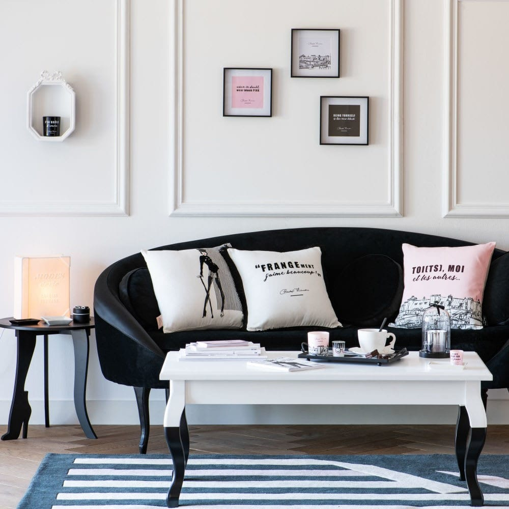 Table basse noire et blanche