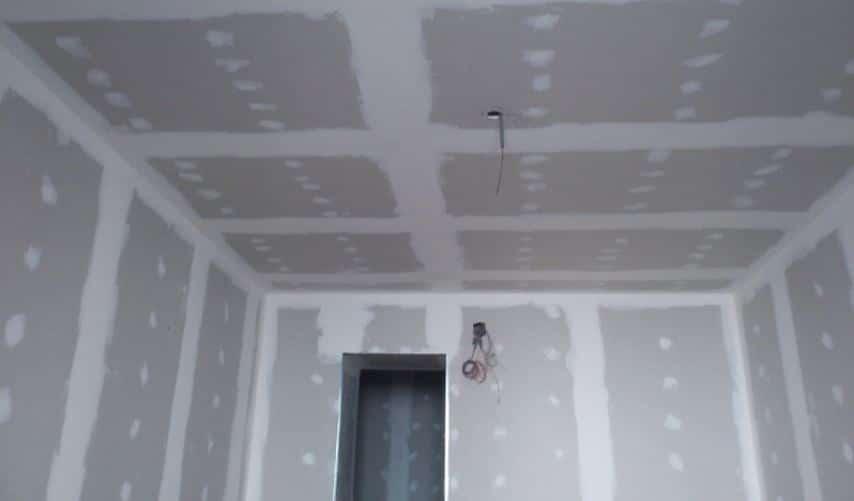 enduire plafond et mur bandes de placo