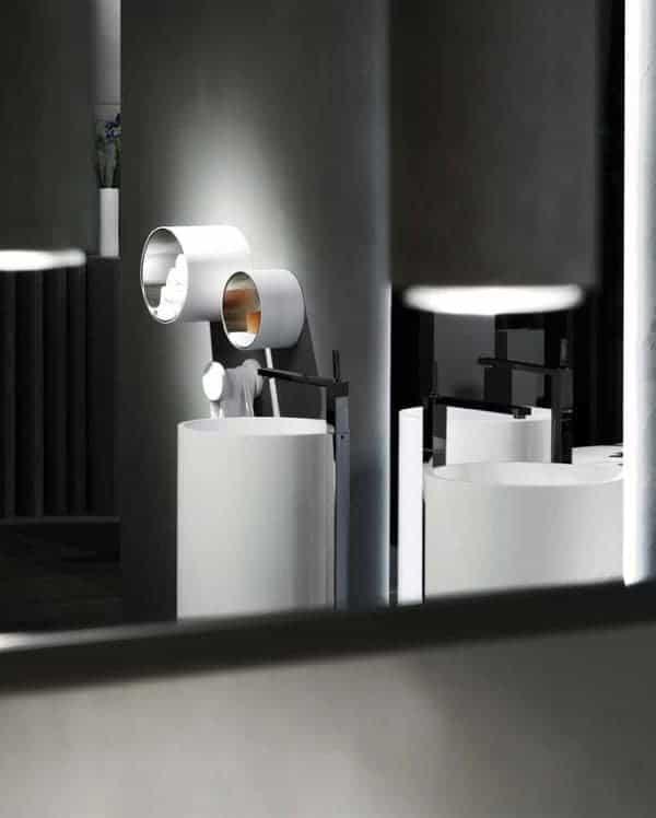 Salle de bain aux accents futuristes