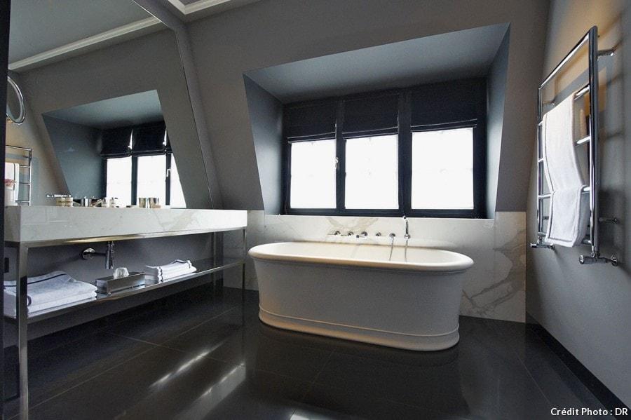 Salle de bain dominante noire