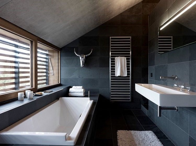 Salle de bain en gris bleu et noir