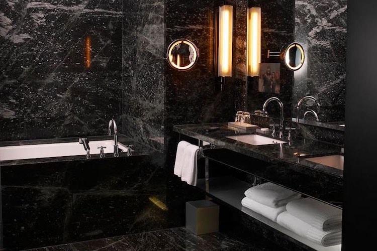 Salle de bain total look noir