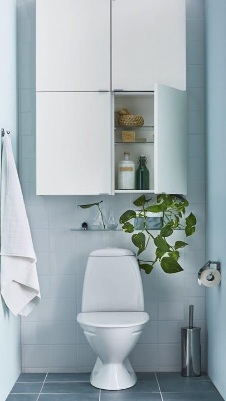 Toilettes bleu pastel