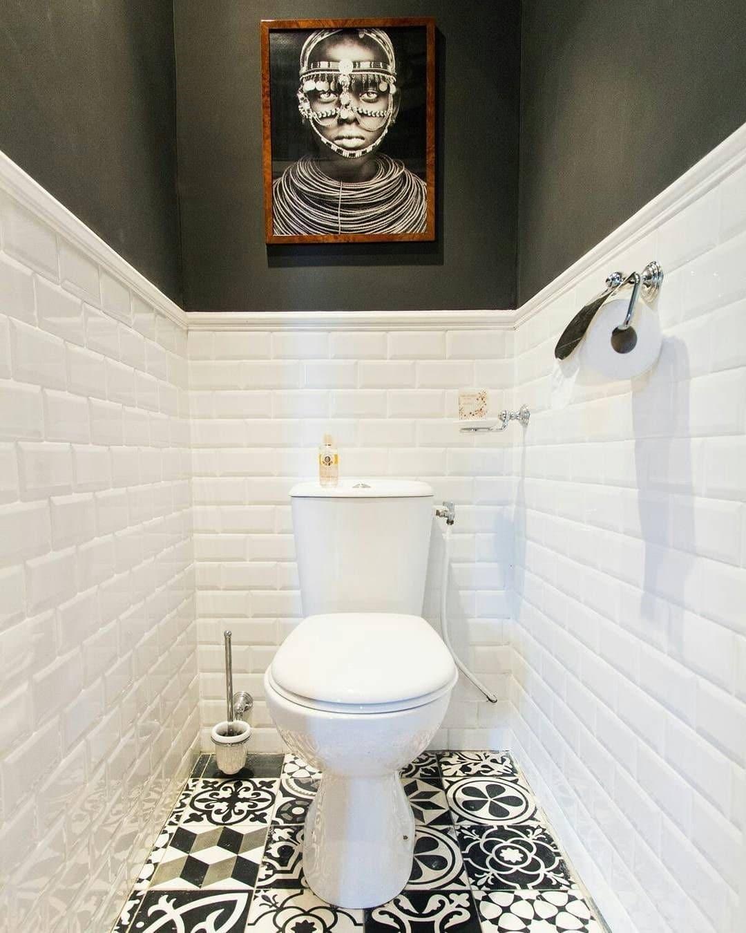 Toilettes en noir et blanc