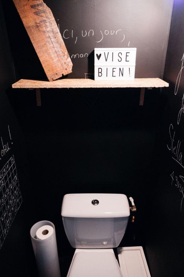Toilettes peinture ardoise