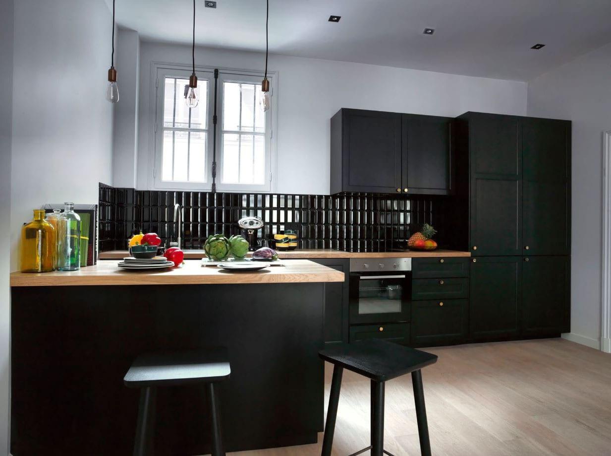 Cuisine Noir Et Blanc Mat cuisine noire et bois : idées et photos des plus beaux modèles !