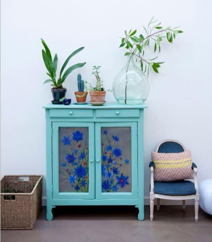 Petit meuble rétro peint en couleur vert d'eau