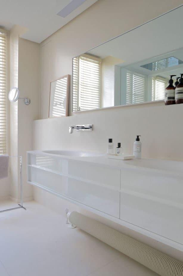 Salle de bain blanc cassé