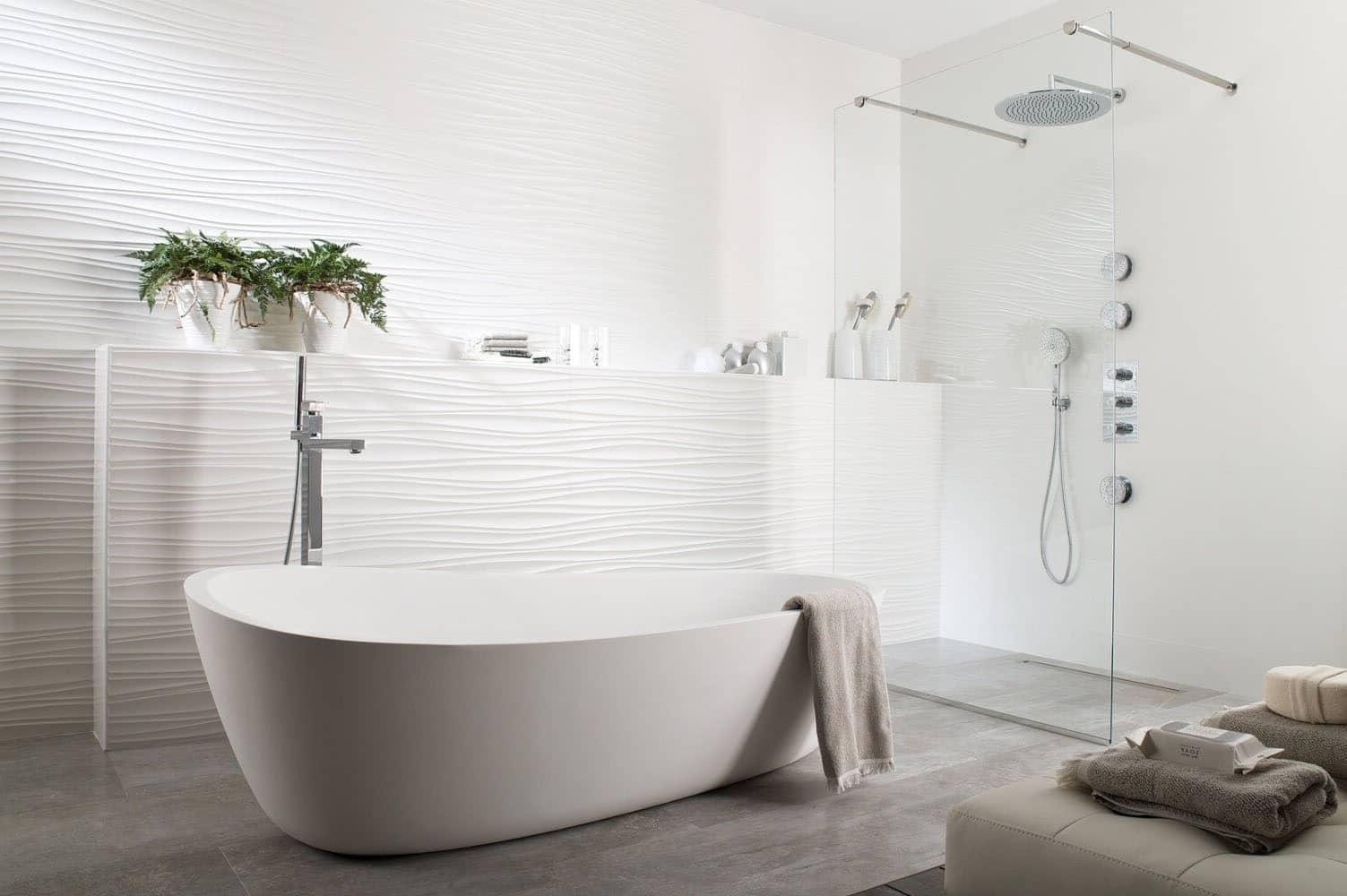 Salle de bain camaïeu de blanc