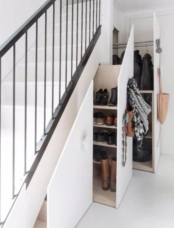 Dressing Coulissant sous escalier