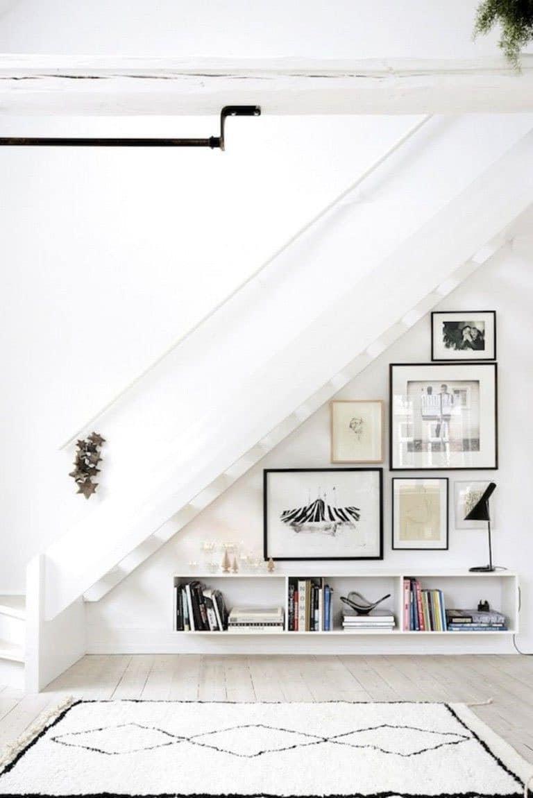 Galerie D'art aménagement sous escalier