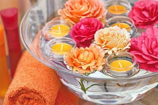 Fleurs Et Bougies Flottantes