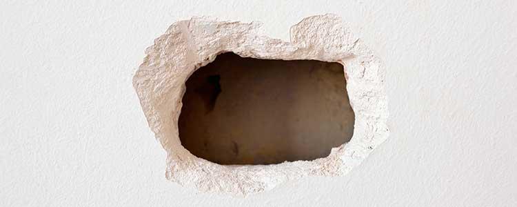 Gros Trou Dans Un Mur