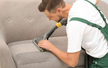 nettoyer un canapé en tissu au nettoyeur vapeur