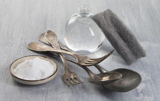 Nettoyer Argenterie avec du Bicarbonate De Soude