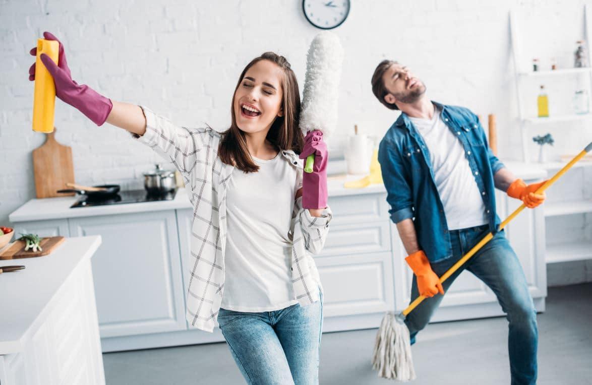 Couple Fait Le Ménage