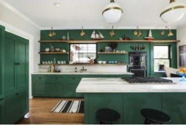 Cuisine Colorée Verte Avec éléments Dorés