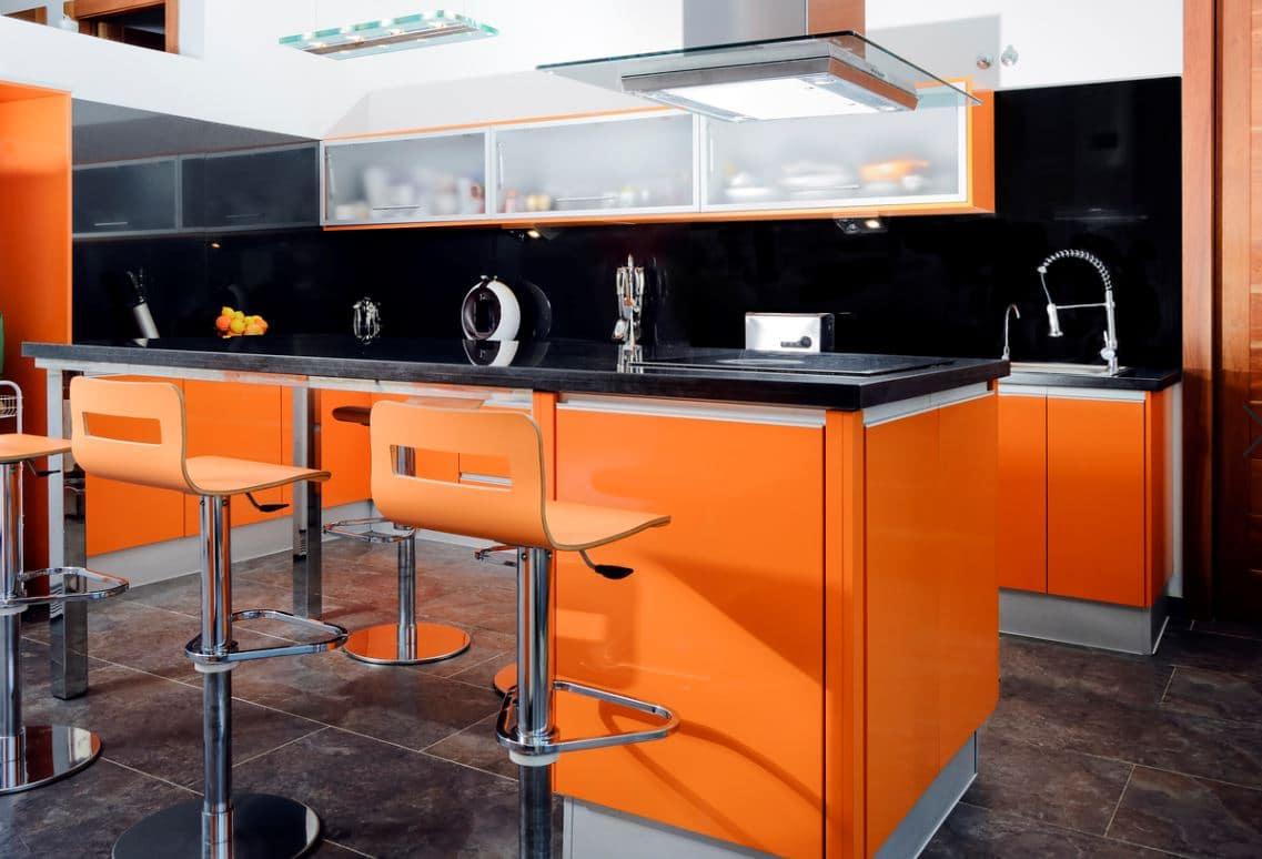 Cuisine Moderne Orange Avec Bar Et Tabouret Orange, Sur Fond Noir