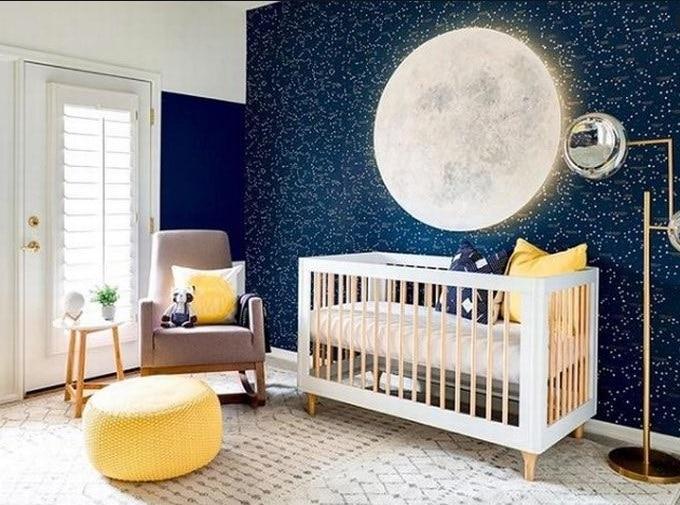Grosse Lune Sur Un Mur D'étoiles